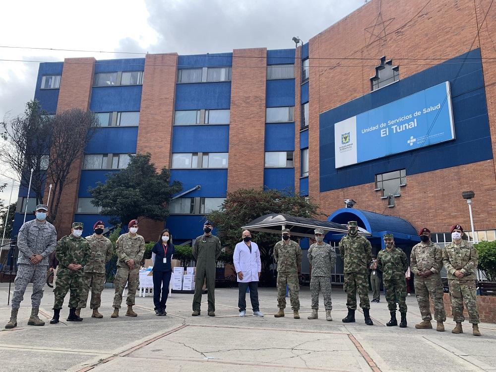 Donación de material médico al hospital en Bogotá por la Embajada de los EE.UU en apoyo al personal médico que atiende la pandemia de COVID-19