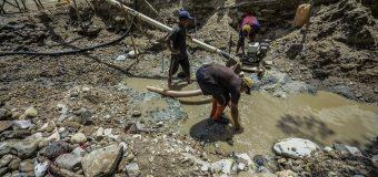 Maduro Authorizes Mining in Rivers, Plunders Orinoco Gold