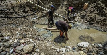 Maduro Authorizes Mining in Rivers, Plunders Orinoco Gold