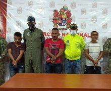 Capturado líder rebelde acusado de matar indígenas na Colômbia