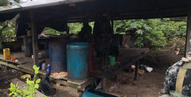 Fuerzas Armadas del Perú destruyen seis laboratorios de cocaína