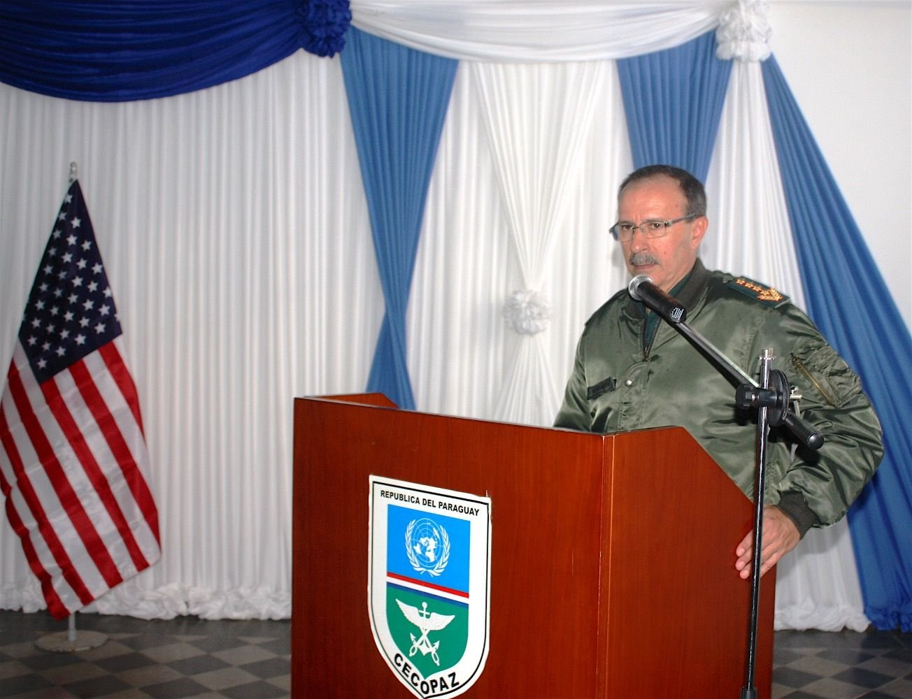 Comandante do Exército paraguaio apóia uma maior profissionalização dos suboficiais do país