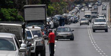 Escassez de gasolina volta à Venezuela