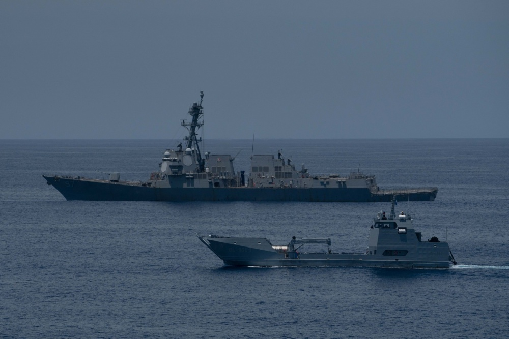 USS Halsey Completes PASSEX with Guatemalan Navy