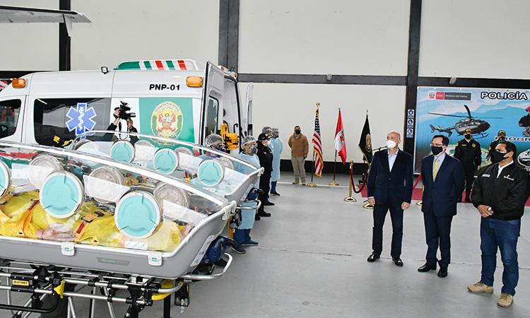 Gobierno de EE. UU. dona modernas unidades de aislamiento médico para trasladar pacientes COVID