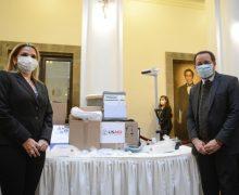 EUA doam respiradores para equipar os hospitais na luta contra a COVID-19 na Bolívia
