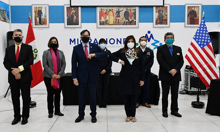 Governo dos EUA doa equipamentos avaliados em mais de US$ 80.000 à Superintendência Nacional de Migrações do Peru