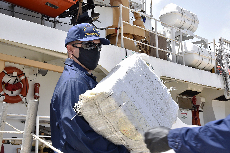USS Kidd, U.S. Coast Guard, Apprehend Three Smugglers in the Caribbean Sea