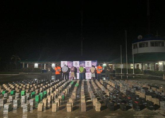 Marinha da Colômbia confisca quase 3 toneladas de cocaína em um dia