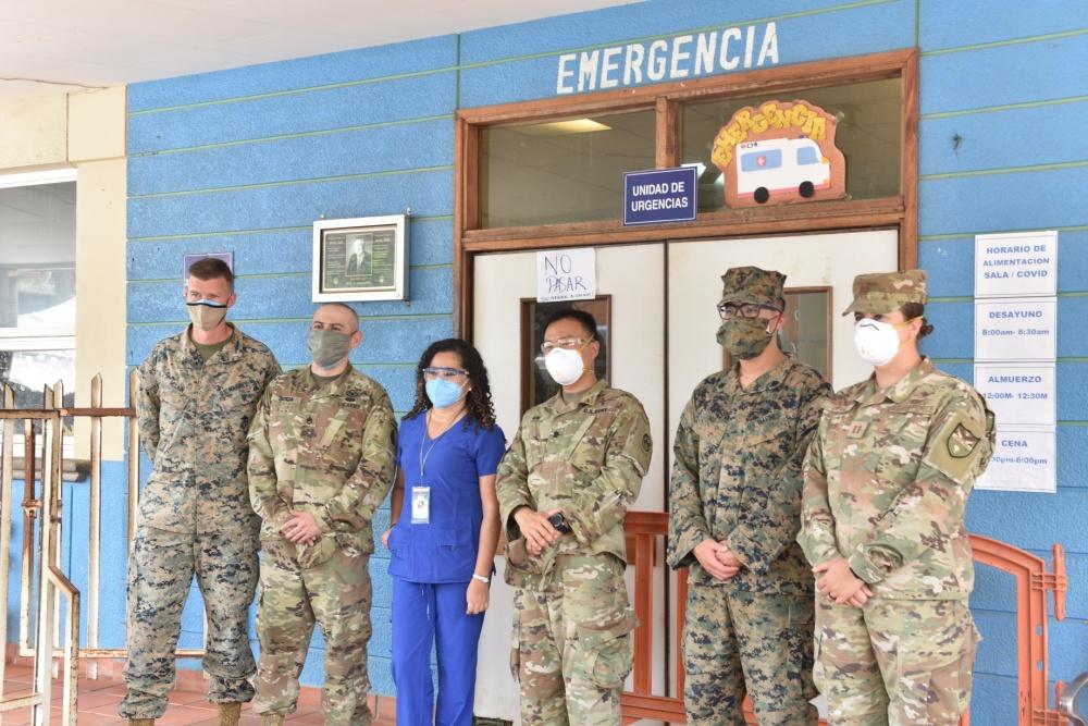 Fuzileiros Navais da SPMAGTF e JTF-Bravo doam suprimentos essenciais a Trujillo, em Honduras