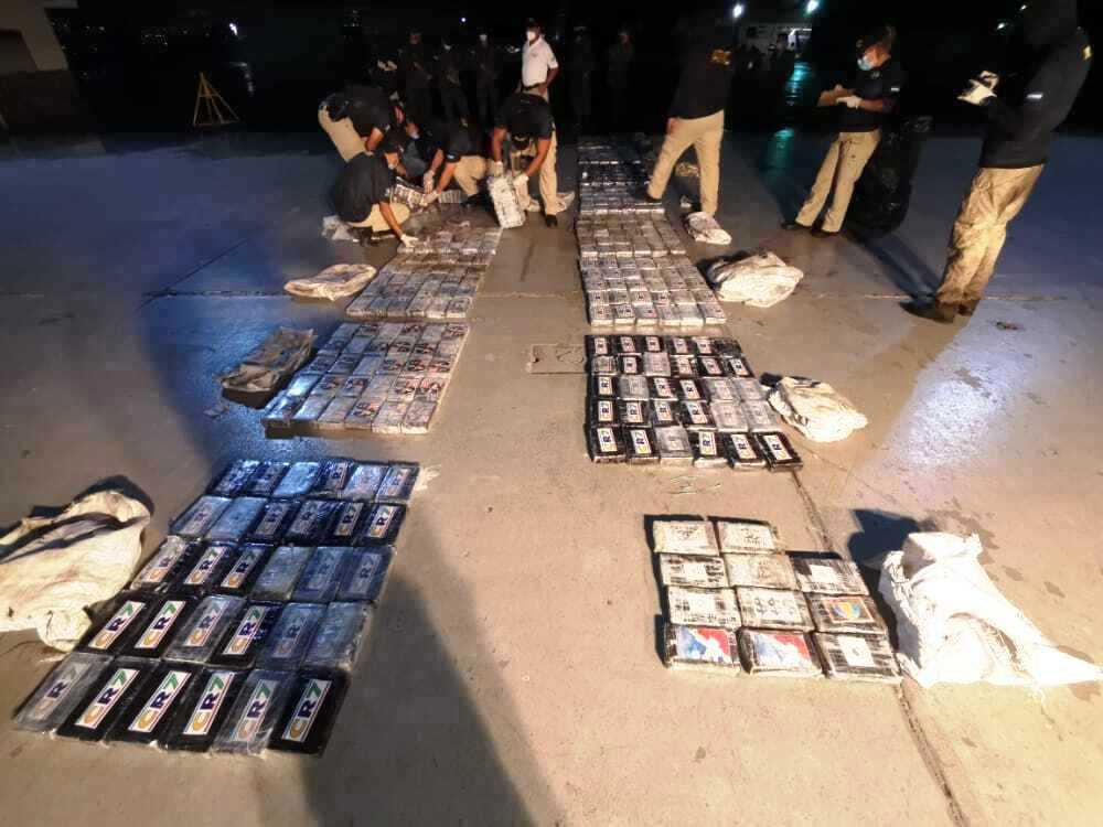 Honduras incauta 489 kilos de cocaína en avioneta procedente de Venezuela