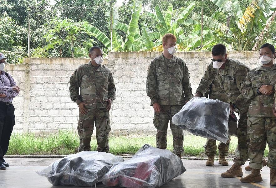 Compañía de Apoyo al Cuartel General de la Fuerza de Tarea Conjunta Bravo brinda ayuda a la comunidad