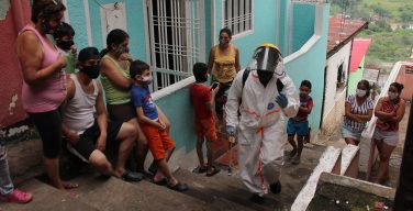 """Maduro califica a los venezolanos enfermos de COVID-19 de """"bioterroristas"""""""