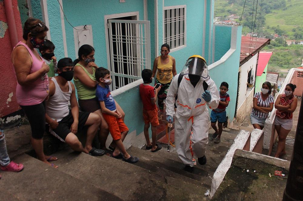 "Maduro chama venezuelanos com COVID-19 de ""bioterroristas"""