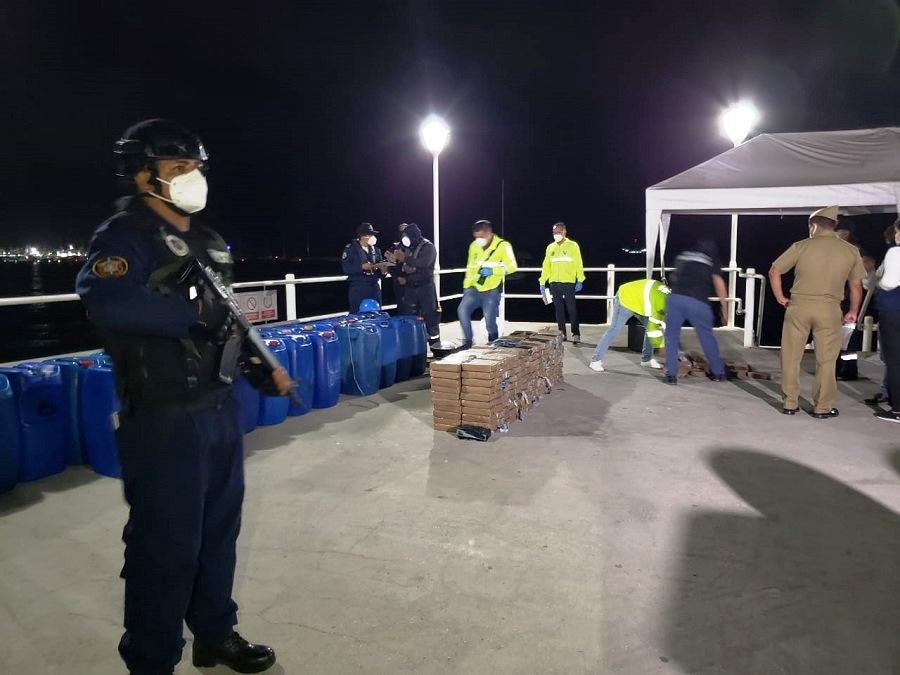 Marinhas da Colômbia e do Equador apreendem drogas e prendem narcotraficantes
