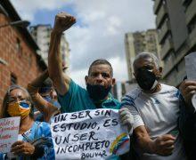 Venezuelanos protestam em prol de professores e serviços básicos