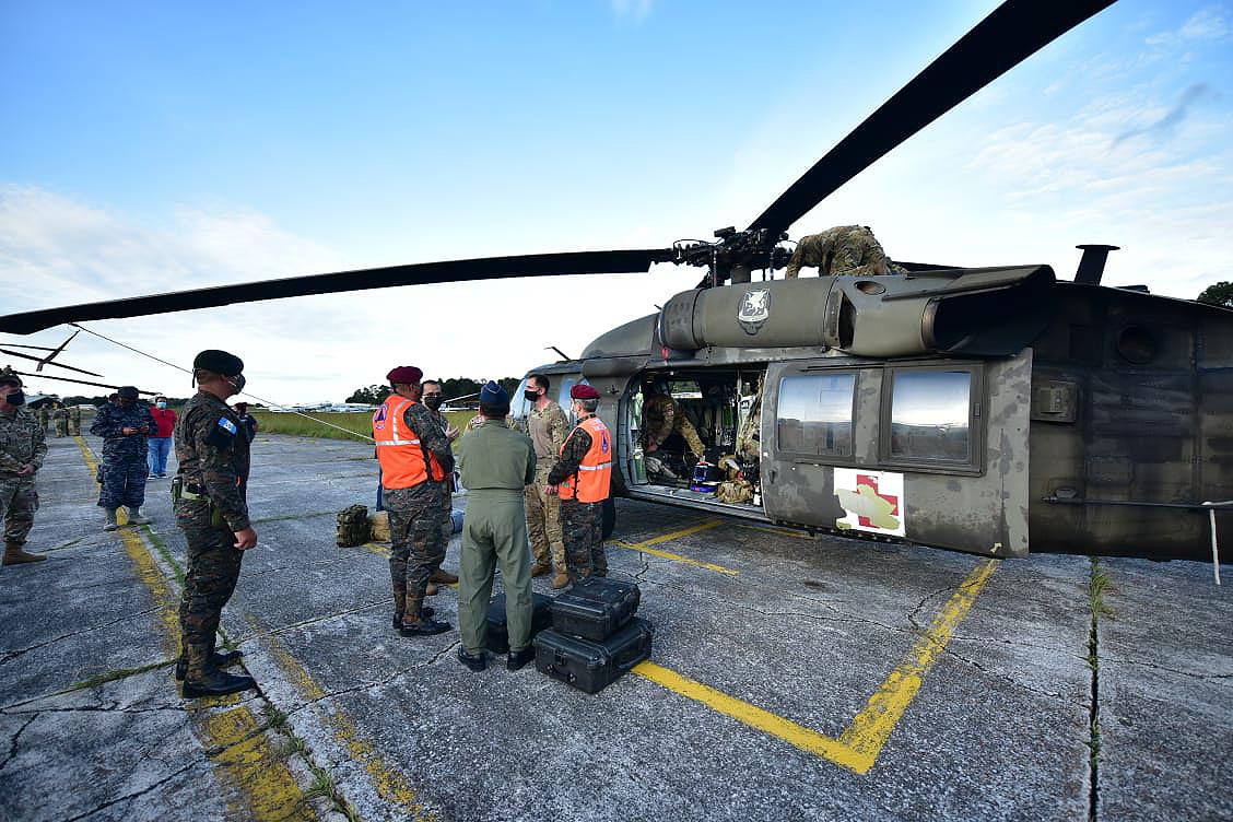 EUA fornecem assistência aérea imediata para apoiar comunidades e salvar vidas após depressão tropical do Eta