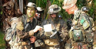 Aerotécnico Jefe de la Guardia Nacional Aérea de Nueva York egresa del Centro de Instrucción de Guerra en la Selva de Brasil