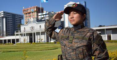 Uma 2º Tenente do corpo de engenheiros se destaca nos trabalhos de assistência durante desastres na Guatemala