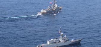 USS James E. Williams realiza exercício de passagem com a Marinha da Colômbia