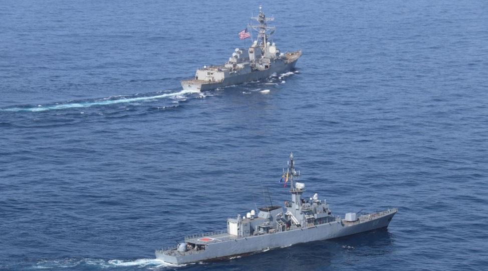 El buque USS James E. Williams realiza ejercicio de aprobación con la Armada de Colombia