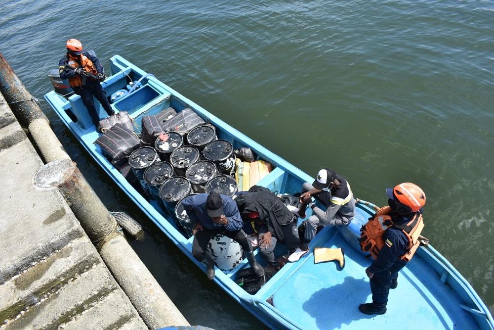 Colômbia impede tráfico de drogas e destrói laboratórios