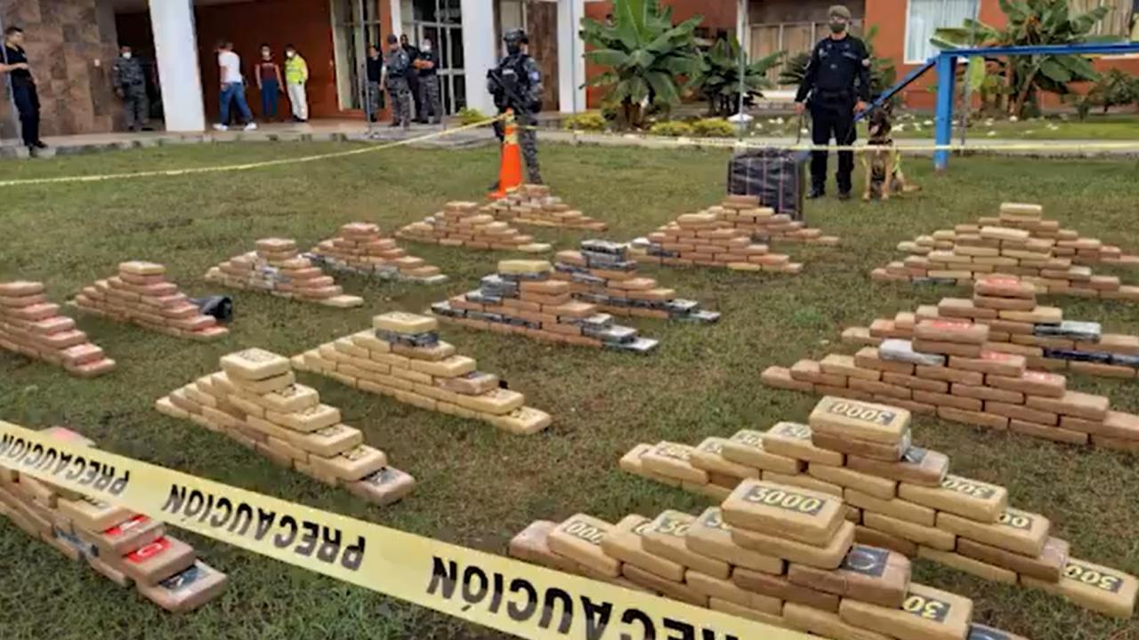 Autoridades ecuatorianas decomisan toneladas de cocaína en tres operativos