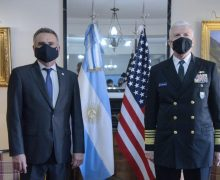 Almirante de Esquadra Craig S. Faller visita Argentina e fortalece a cooperação bilateral