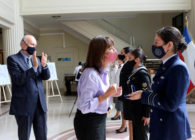 Ministerio de Defensa de Chile reconoce a seis mujeres militares destacadas