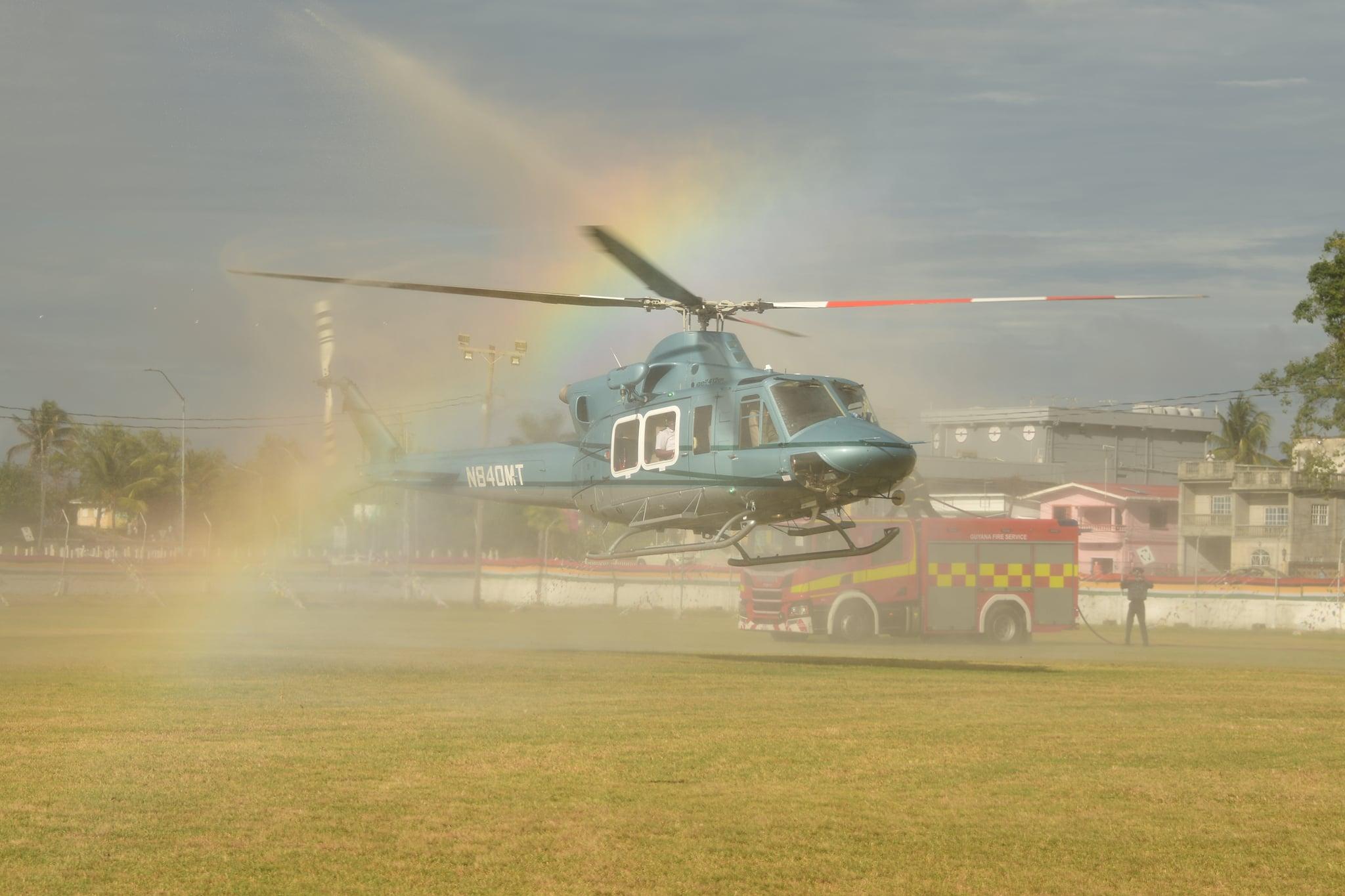 Guiana recebe helicóptero Bell 412 para melhorar a segurança aérea
