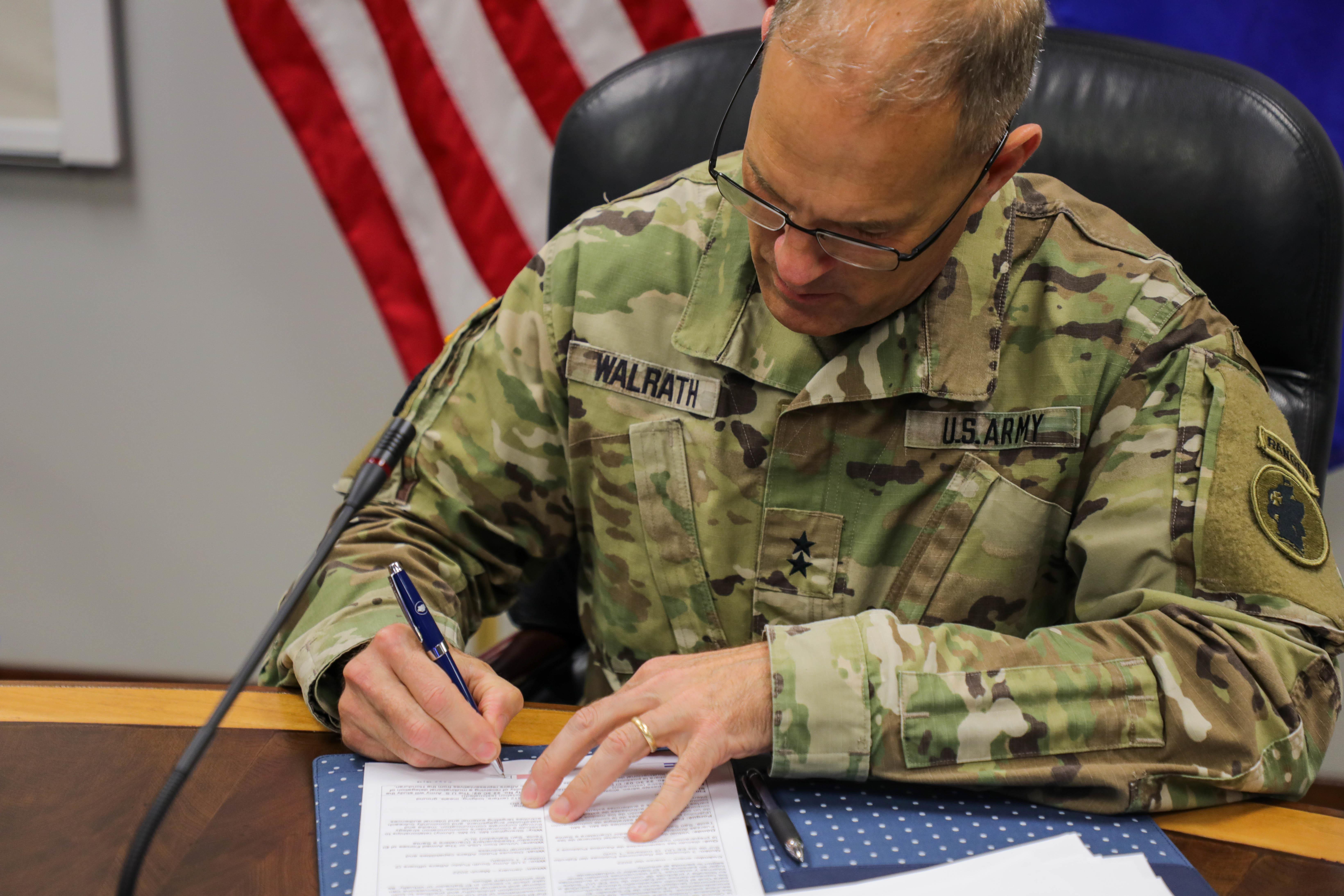 Tras diálogos de Estado Mayor, ejércitos de los EE. UU. y El Salvador renuevan oportunidades de entrenamiento en Centroamérica