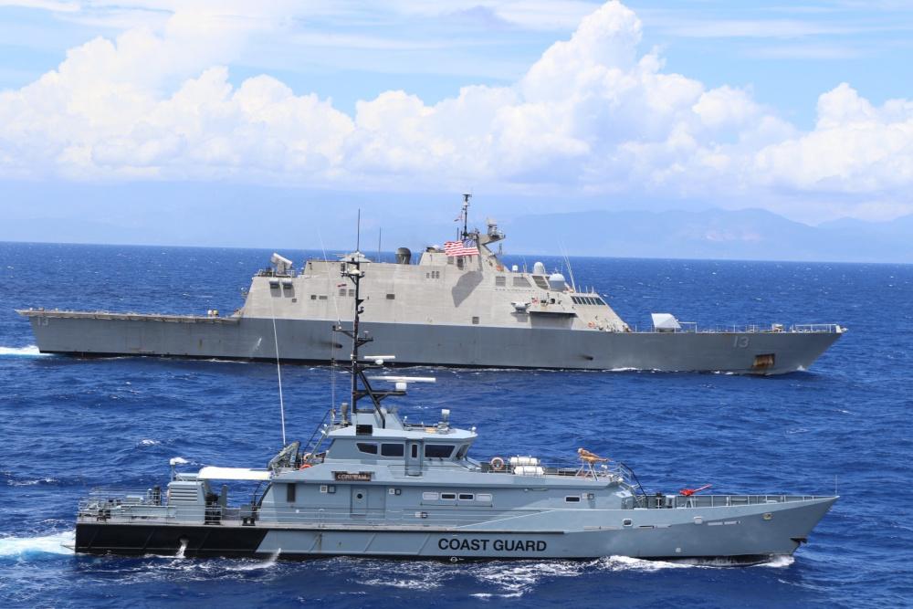 USS Wichita e forças da Jamaica realizam exercício de tiro real