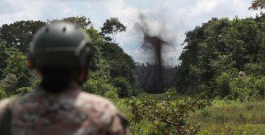 Peru destrói pistas de pouso de narcotráfico em comunidades indígenas