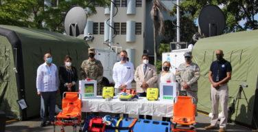 Estados Unidos dona dos centros de operaciones móviles y cinco desfibriladores médicos a República Dominicana