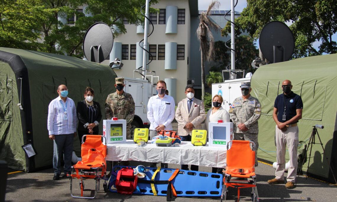 Estados Unidos doam dois centros móveis de operações e cinco desfibriladores para a República Dominicana