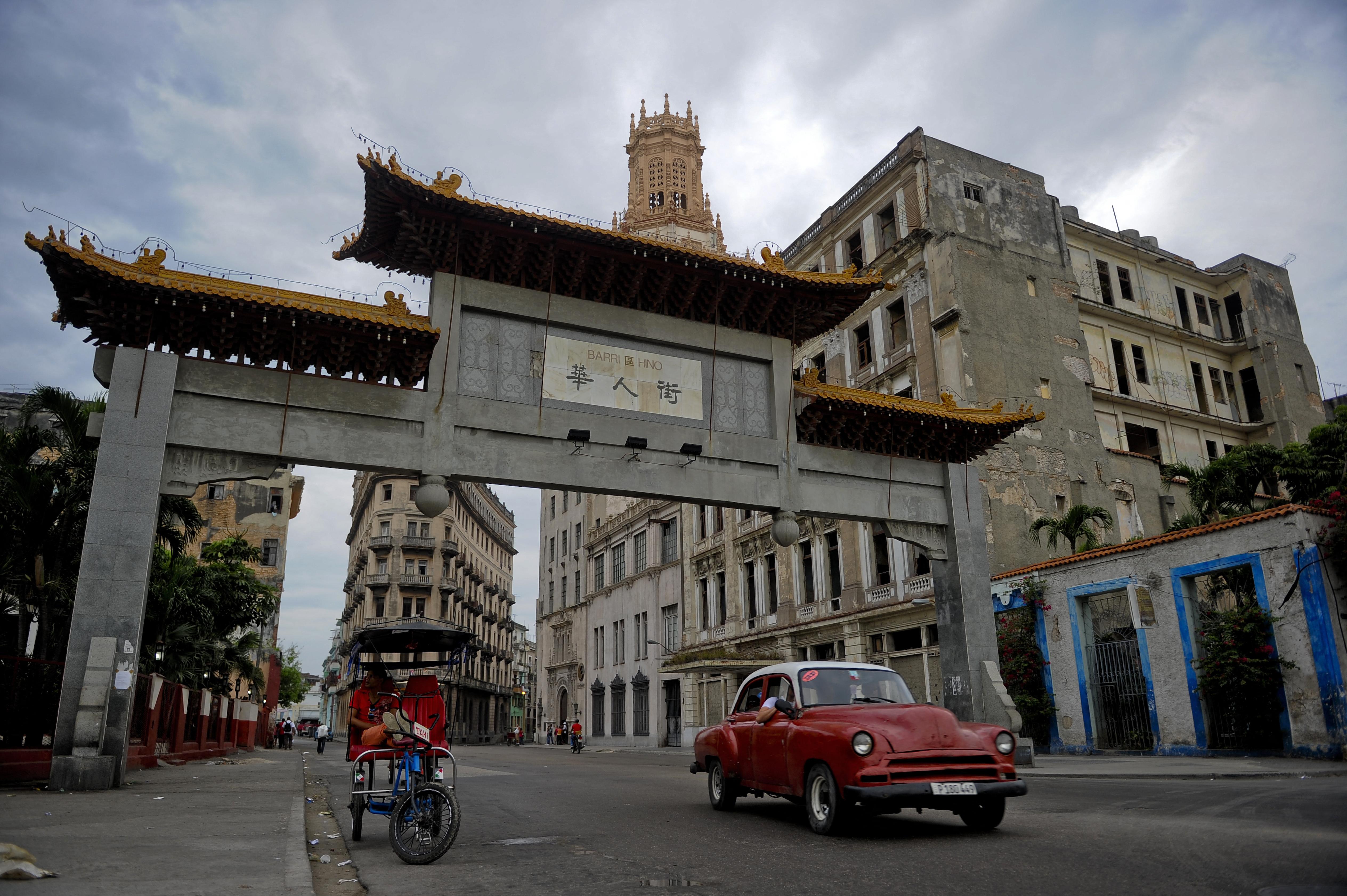 Cómo ayuda China al régimen cubano a mantenerse a flote y a reprimir protestas