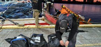Polícia Federal do Brasil apreende quase 4 toneladas de cocaína em barcos pesqueiros