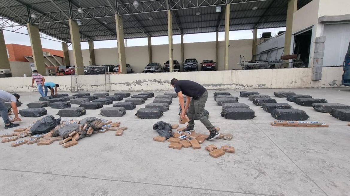 Policía del Ecuador golpea al narcotráfico en el puerto de Guayaquil