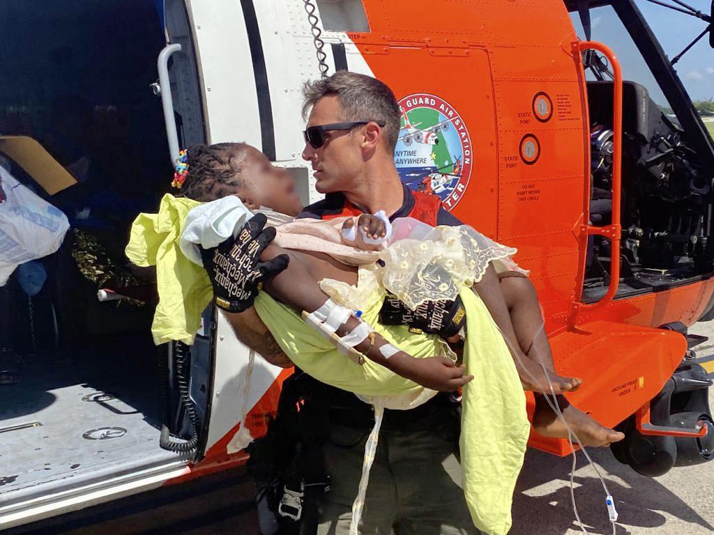 Militares de Estados Unidos movilizan equipos de búsqueda y rescate en respuesta al terremoto de Haití