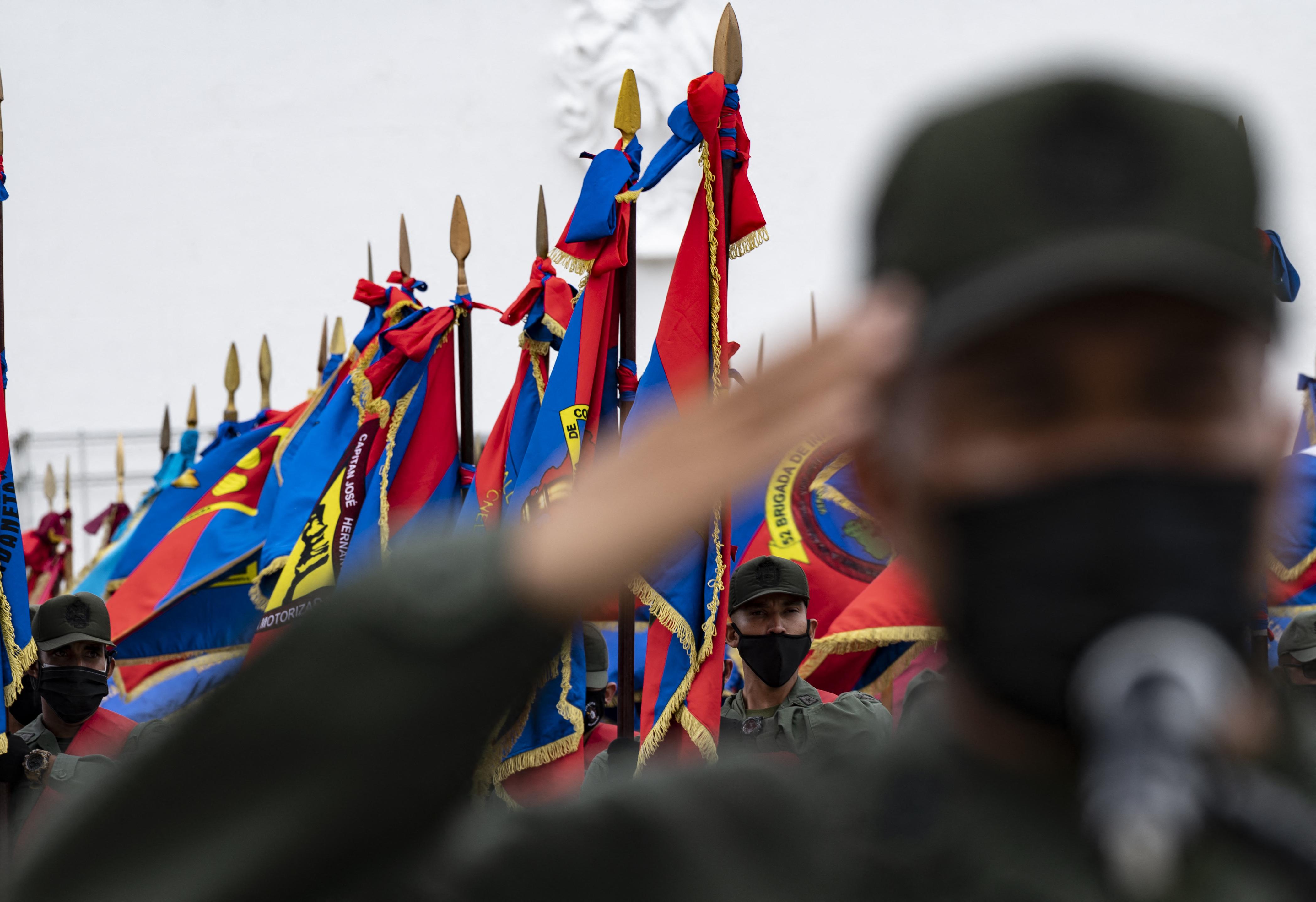 Maduro compra lealtad militar con ascensos