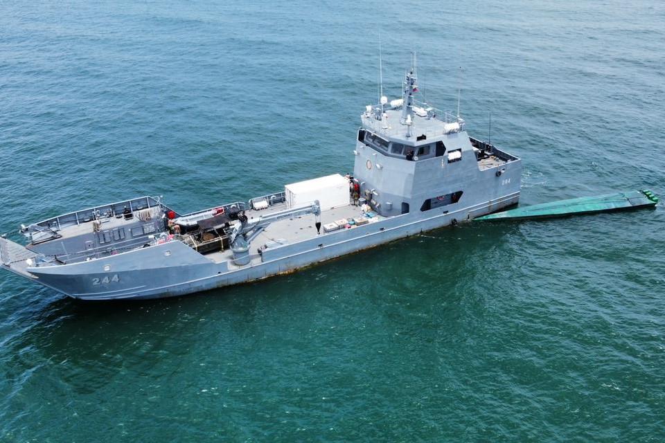 Armada de Colombia incauta semisumergible con casi 2 toneladas de cocaína