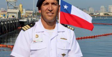 Comandante do submarino SS-22 Carrera discute a Iniciativa de Submarinos Diesel-Elétricos e o treinamento com os EUA