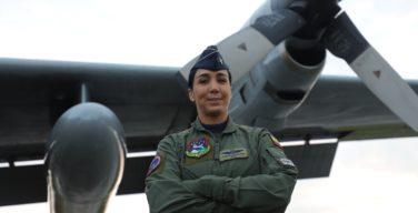 Pela primeira vez na Força Aérea Colombiana, uma mulher no comando de um Hércules C-130