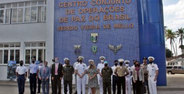 Comandante do Comando Sul dos Estados Unidos visita o Centro Conjunto de Operações de Paz do Brasil