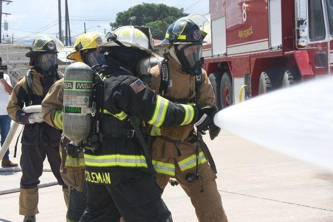 The Central American firefighters trained in Soto Cano alongside their counterparts from the 612th Air Base Squadron, who prepared them to face emergency situations. (Photo: Geraldine Cook/Diálogo)