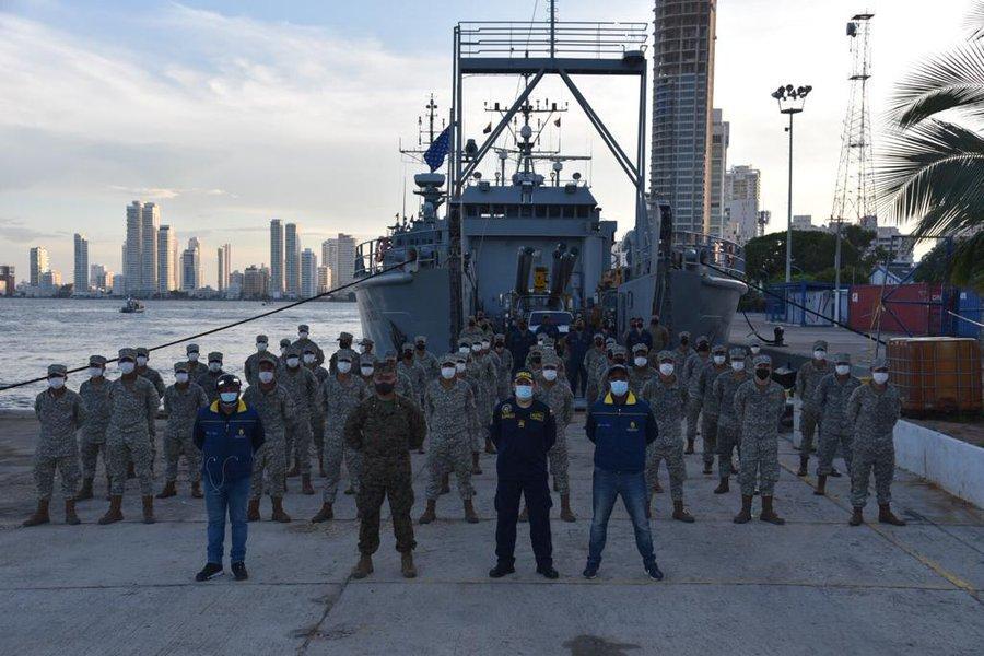 El Ejército de los EE. UU. y la Armada de Colombia trabajaron casi todo el día para cargar el buque USAV Chickahominy, con cerca de 130 toneladas de ayuda para la isla Providencia, Colombia, el 29 de noviembre de 2020. (Foto: Embajada de los EE. UU. en Bogotá, Colombia)