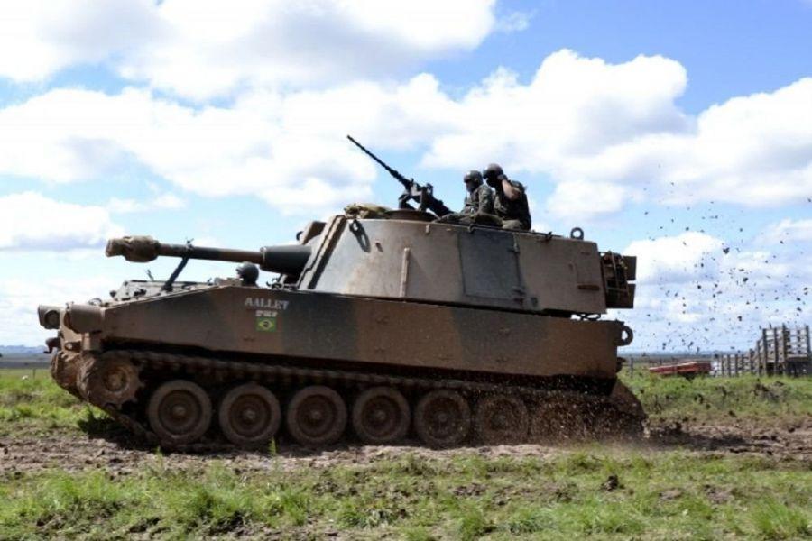 Para evaluar el grado de adiestramiento las tropas blindadas y mecanizadas emplearon su propio material de dotación, y contaron con el respaldo de las unidades de apoyo al combate para desarrollar actividades logísticas relacionadas a transporte, alimentación e infraestructura. (Foto: Ejército de Brasil)