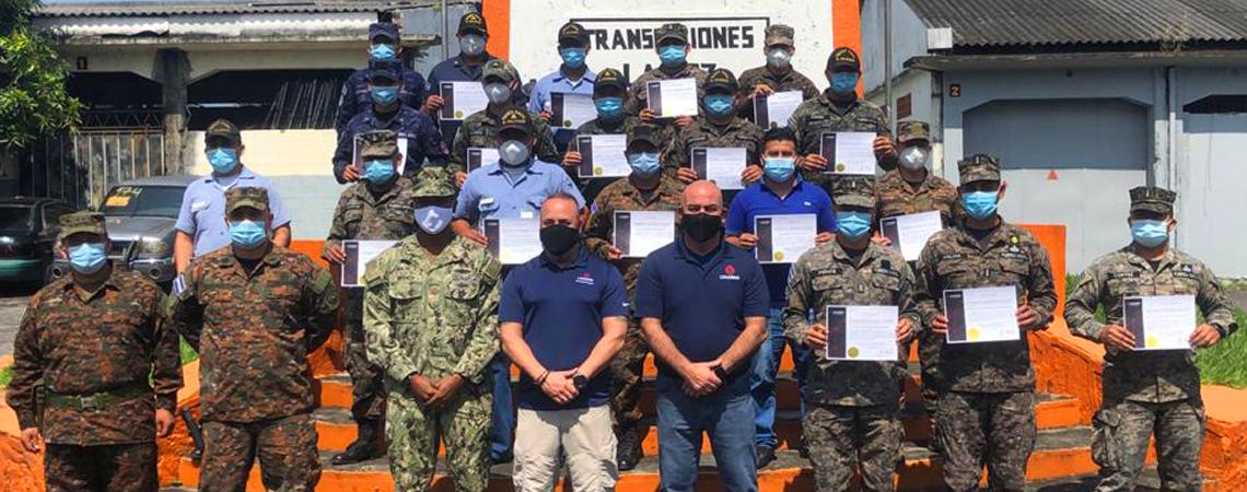 Treinta y tres estudiantes pertenecientes a las distintas ramas de las Fuerzas Armadas de El Salvador, recibieron entrenamiento en el Sistema de Radiocomunicación Harris y en el mantenimiento a largo plazo de este equipamiento. El equipo de Capacitación de Apoyo a las Operaciones de Mantenimiento de los EE.UU. (MOST en inglés), brindó la capacitación con un grupo de ingenieros de aplicaciones y de campo, pertenecientes al Comando Sur de los EE. UU., que prestan apoyo a este programa, el 23 de noviembre de 2020. (Foto: Embajada de los EE. UU. en San Salvador)