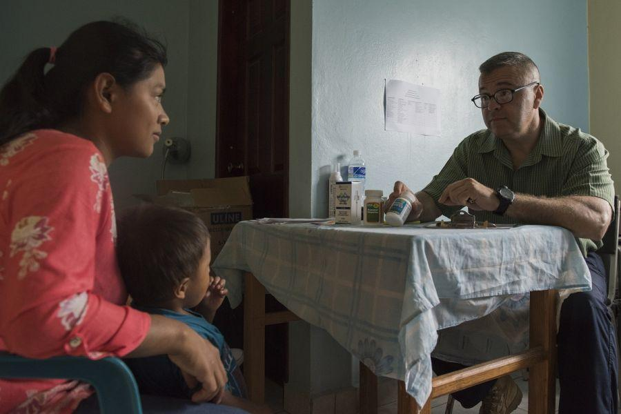 U.S. Army Maj. Jorge Chavez, JTF–Bravo Medical Element public health nurse, speaks with a patient about preventive medicine during a Pediatric Medical Readiness Training Exercise in La Paz, Honduras. (Photo: U.S. Air Force Staff Sgt. Eric Summers Jr.)
