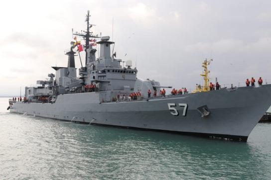 O BAP Bolognesi da Marinha do Peru chegou ao porto de Manta, no Equador, no dia 2 de novembro, para participar do Exercício Multinacional UNITAS LXI 2020. (Foto: Marinha do Peru)